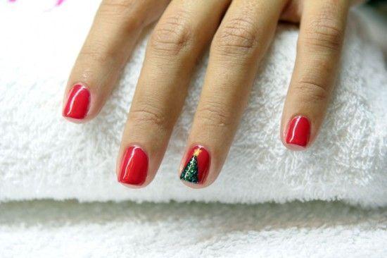 Diseños de uñas para Navidad  Roja-arbol-550x366