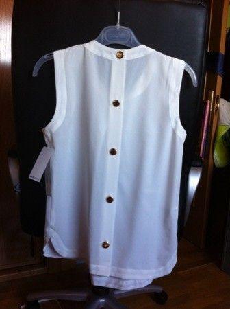 camisa con collar y botones