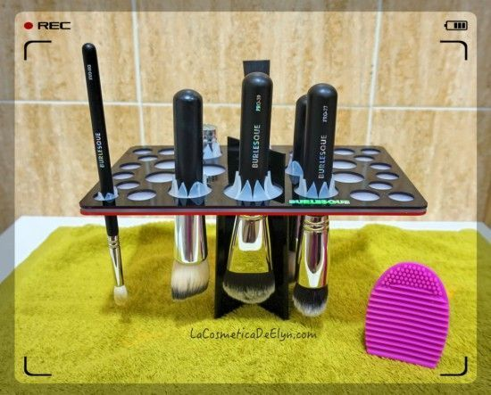 lavar brochas podium burlesque