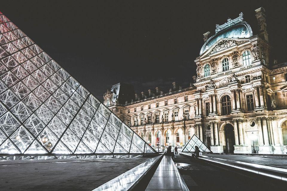 Museum Landmark Attraction Louvre Paris